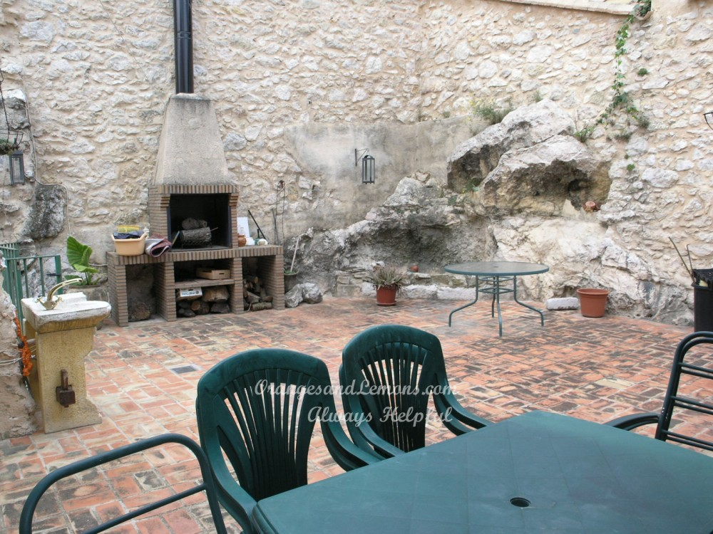 2 bed Village House For Sale in Valencia,