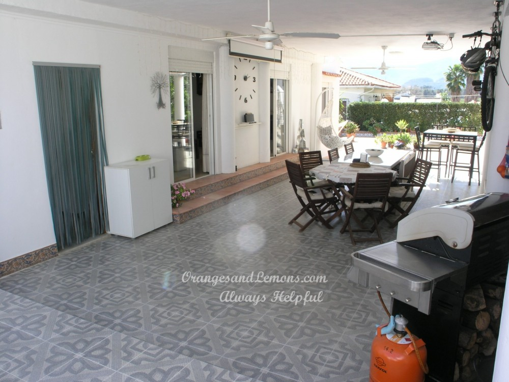 4 bed Villa For Sale in Valencia,  - 2