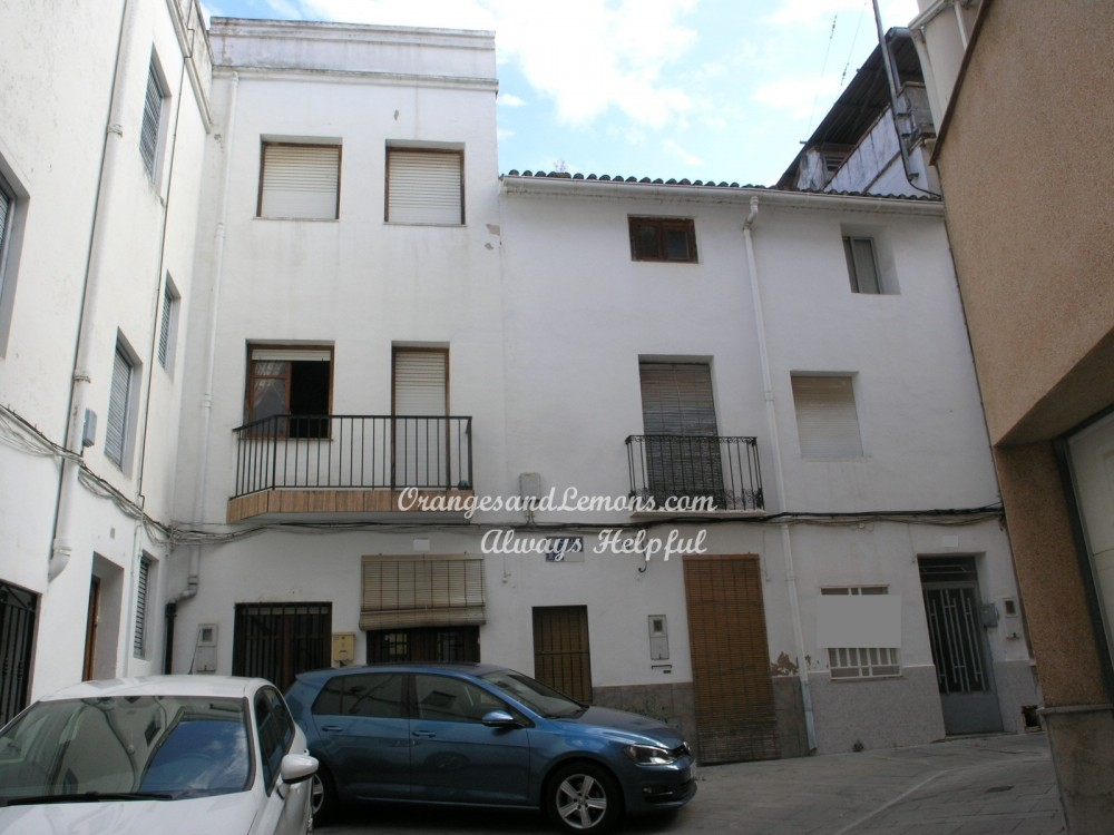 7 bed Village House For Sale in Valencia,