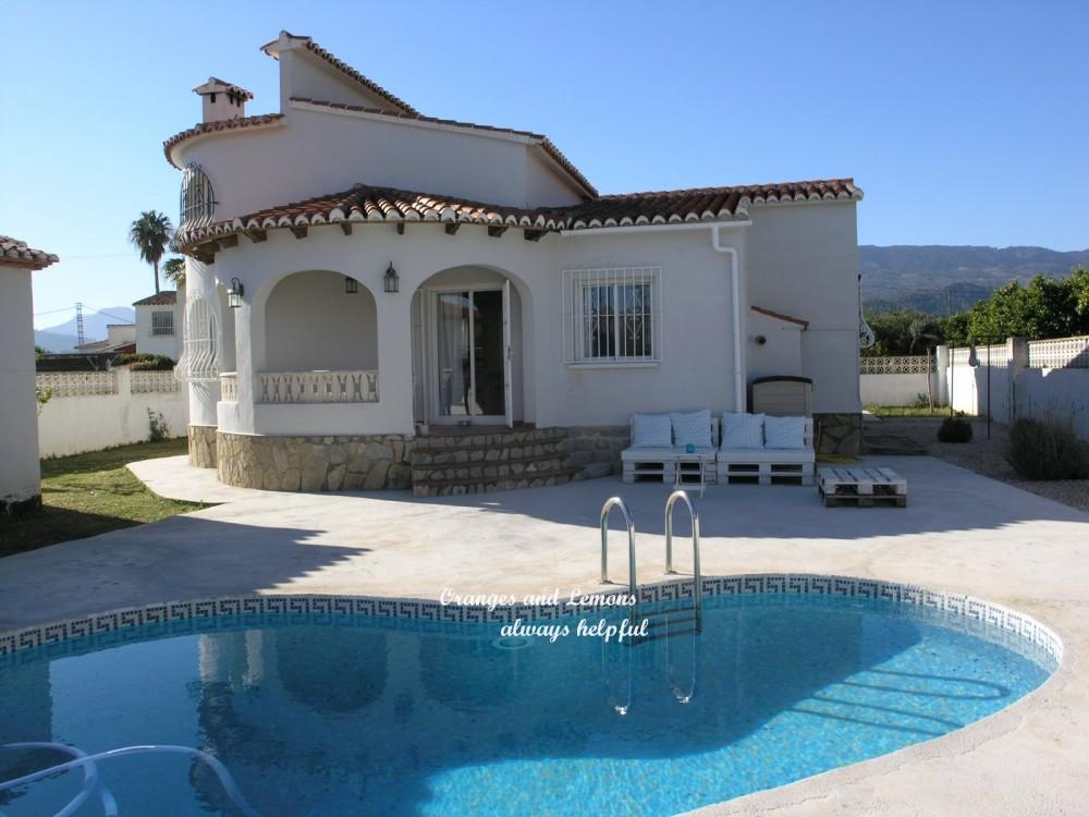 5 bed Villa For Sale in Alicante,
