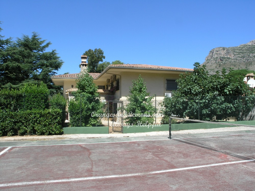 7 bed Villa For Sale in Valencia,  - 3