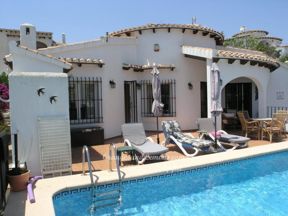 2 bed Villa For Sale in Alicante,