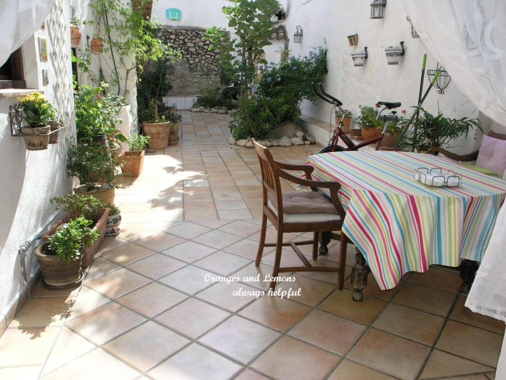 6 bed Village House For Sale in Alicante,